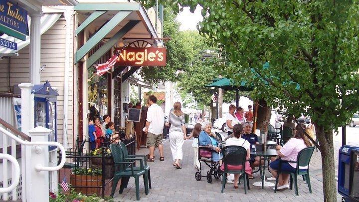 Encourage the opening of sidewalk cafes